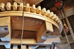 Bouw voorbereiden plaatsen molensteen 2