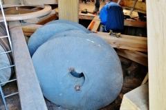 Bouw voorbereiden plaatsen molensteen 7
